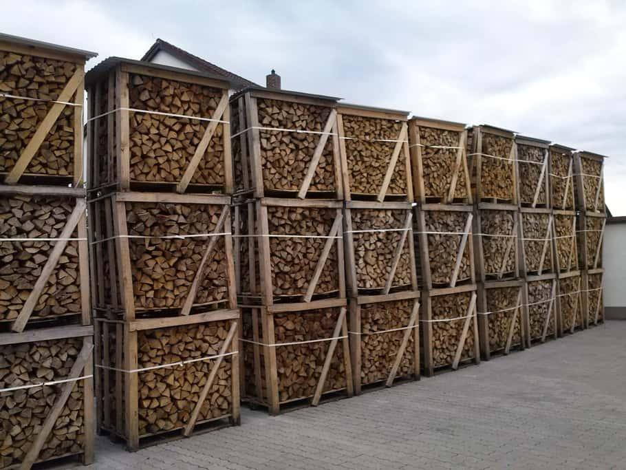 Brennholz & Kaminholz aus Kiefer - Palette