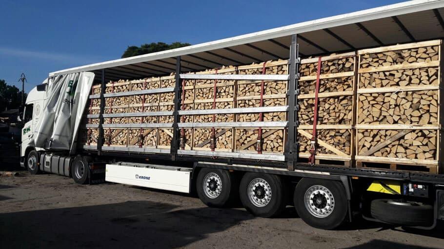 Brennholz & Kaminholz aus Eiche auf LKW